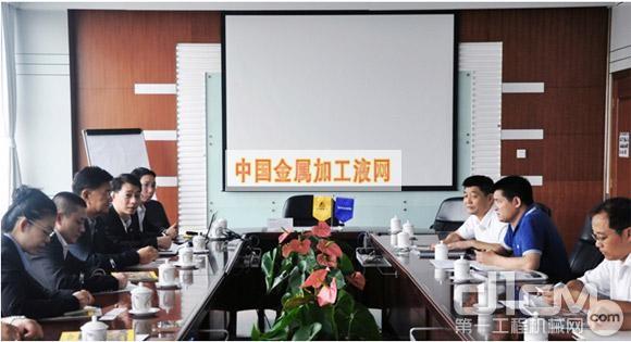 泰国PTT润滑油副主席Kampong先生、国际市场部经理Singh Suntiasvaraporn先生以及同舟化工有限公司总经理谢文勇先