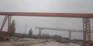 出售《10吨跨度35米上包下花龙门吊》